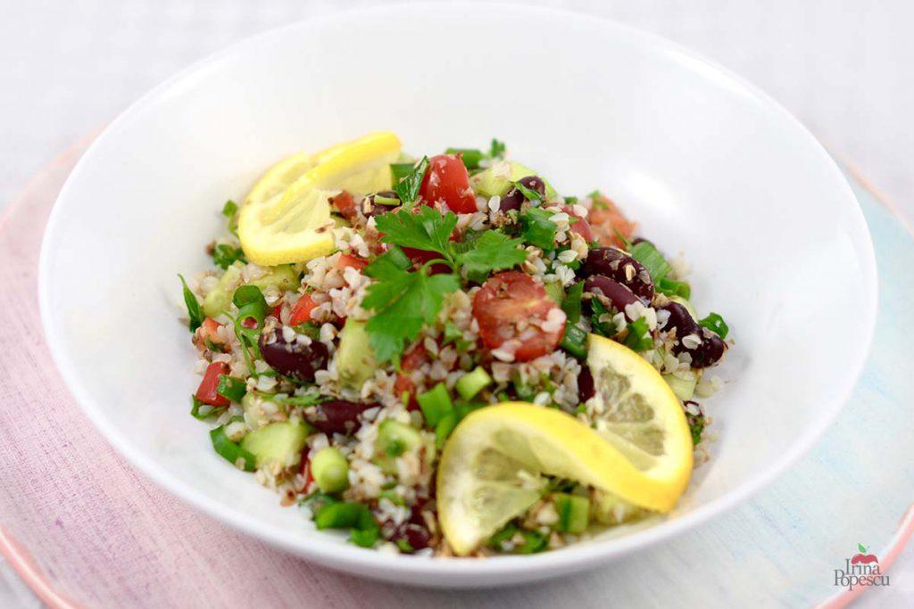 Reteta Salată de hrișcă cu fasole roșie și legume